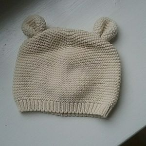 GAP cream knit baby hat